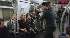 New York Metrosundaki Zaman Makinesi Şakası